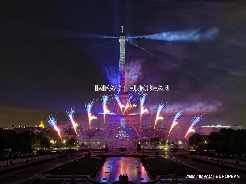 Le feu d'artifice célèbre la Fête de la Fédération