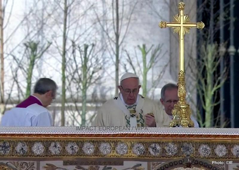 Christianisme: les deux plus grandes confessions chrétiennes en  guerre de religion en Europe de l'est et des haines tenaces, concernant la visite du pape dans les Balkans