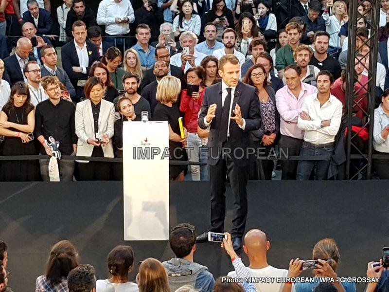 Après avoir reçu les dirigeants d'une vingtaine de groupes français du numérique à l'Elysée, Emmanuel Macron, s'est rendu à Station F, la pépinière de start-up française