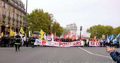 Paris: les sapeurs-pompiers en colère occupent la rue