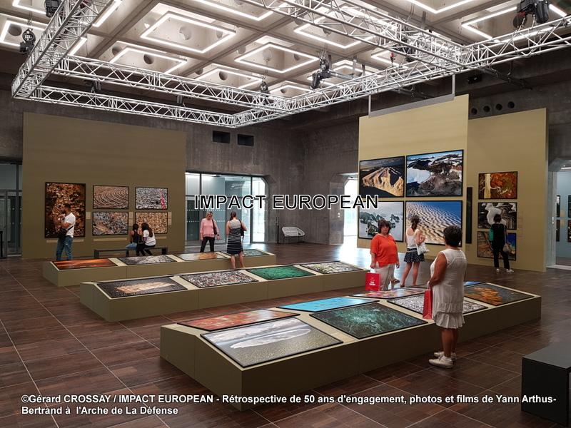 Photos et films de Yann Arthus-Bertrand à l'Arche de La Défense. Rétrospective de 50 ans d'engagement.