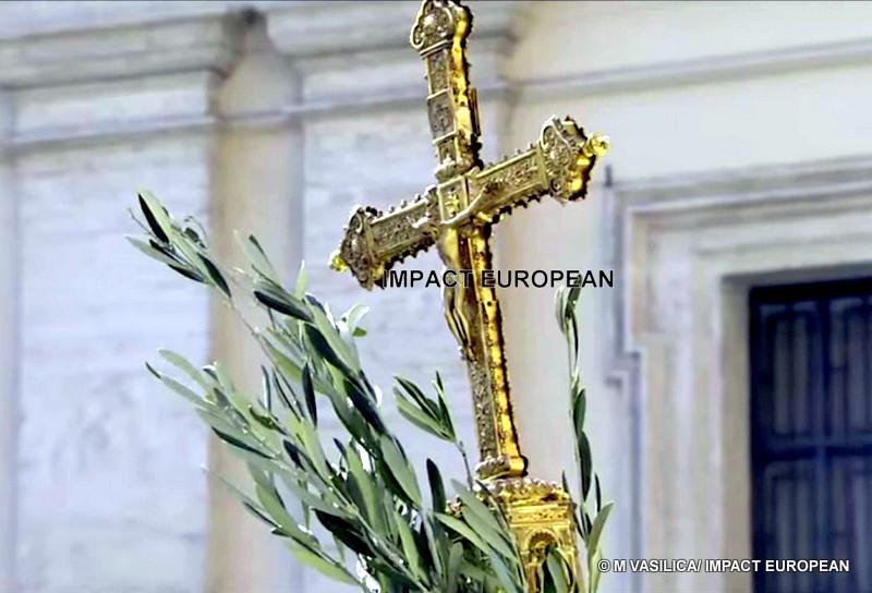 """Le Pape, dimanche des Rameaux : « Dans les instants sombres il faut avoir le courage de taire """"le triomphalisme, les mondanités et les menaces plus fortes"""" pour l'Église »"""