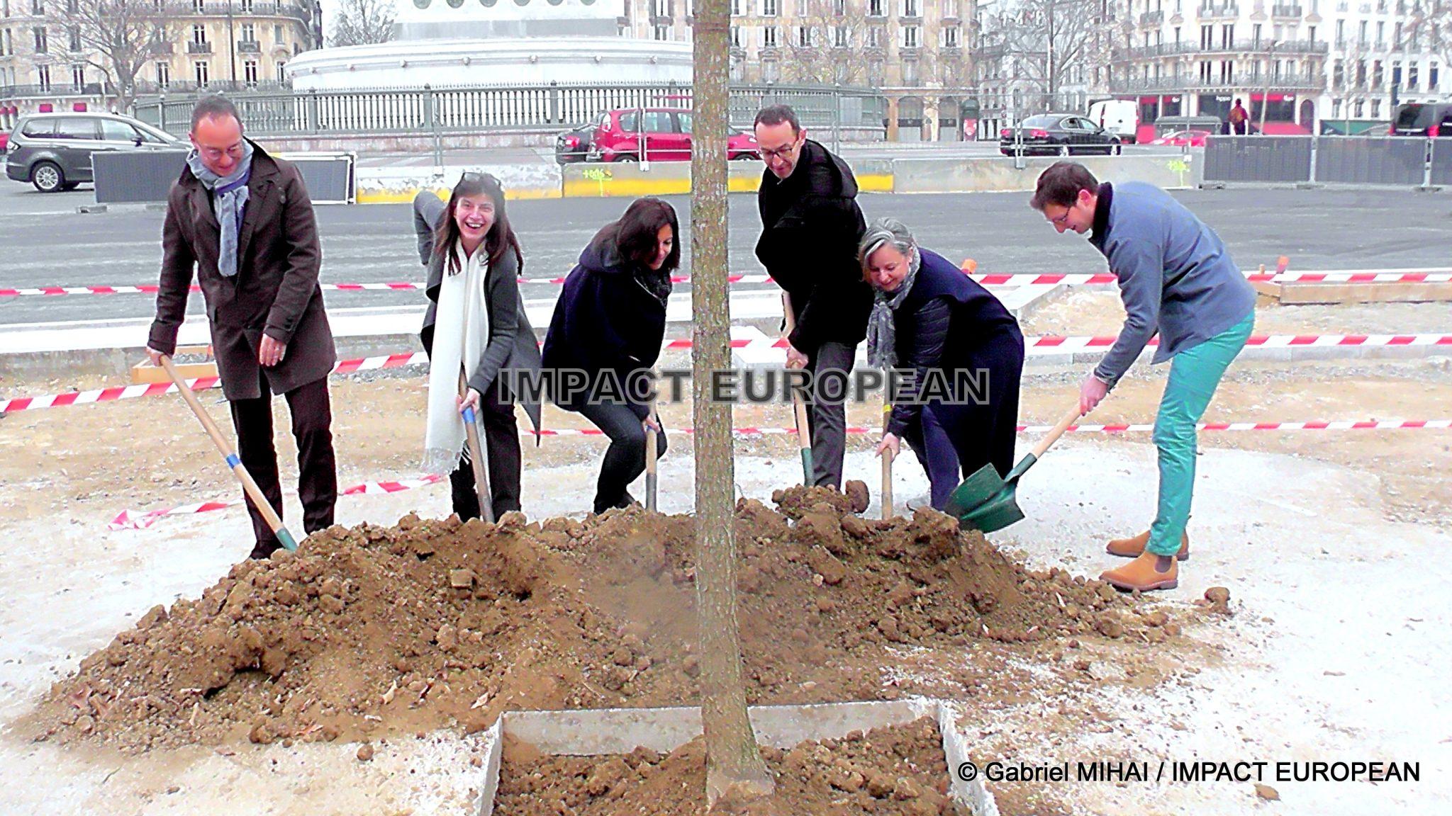 Paris, Place de la Bastille: Anne Hidalgo a planté le 15 000ème arbre de sa mandature