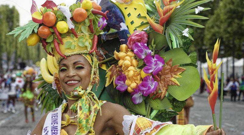 Les Champs Elysée aux couleurs du Carnaval Tropical