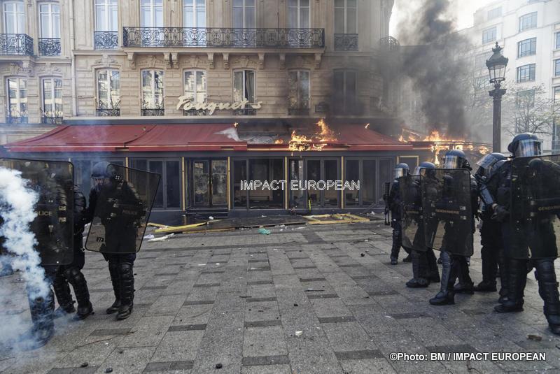 Gilets Jaunes: la violence a fait son retour dans les rues de la capitale