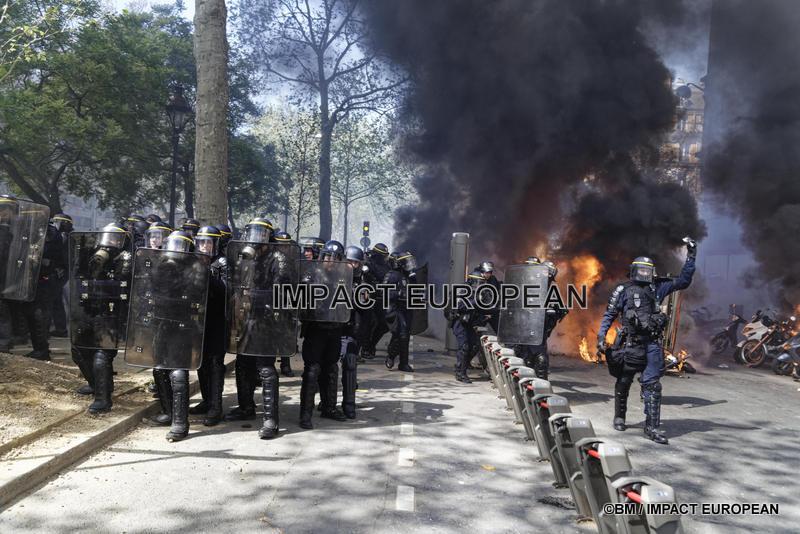 Gilets jaunes à Paris: nouvelles violences lors de l'acte 23 et plusieurs journalistes arrêtés, d'autres blessés