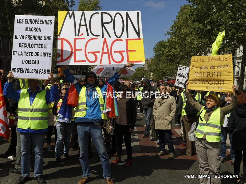 Gilets jaunes: mobilisation dans toute la France, deux jours après les annonces d'Emmanuel Macron